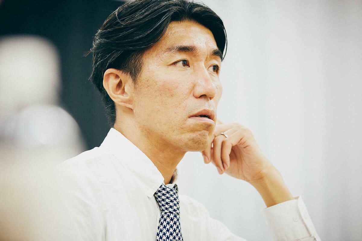 茂出木龍太 1976年東京都生まれ。日本大学藝術学部デザイン学科卒業。Business Architects Inc.などのデザイン会社を経て、2010年5月、デザインスタジオ TWOTONE INC.を設立。国内大手企業のブランディングサイト、プロモーションサイト、アプリケーションなどのインタラクティブコンテンツのアートディレクションや、映像の企画演出を手がける。CANNES LIONS Titanium Lion、TIAA グランプリ、D&AD Yellow Pencil、グッドデザイン賞インタラクティブデザイン賞、文化庁メディア芸術祭優秀賞など。日本大学藝術学部非常勤講師。