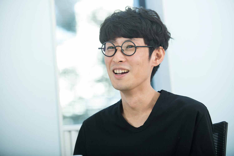ウミノタカヒロ(MUTE) <br />1981年東京生まれ。桑沢デザイン研究所卒業。2008年にイトウケンジとMUTEを結成。MUTEとしてグラフィックデザインを中心に活動。2015年YOUNG DESIGNER AWARD受賞。