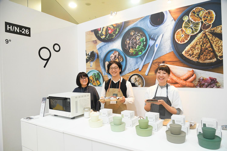(写真左から)ディレクションを担当した、KaB DESIGN INC.の齋藤善子さん、市橋樹人、●●●●さん