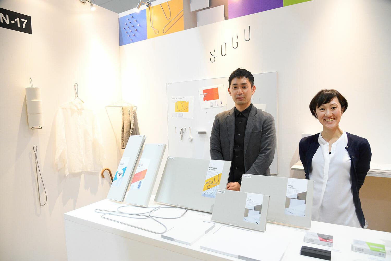 (写真左から)株式会社Yの物袋卓也さん、大槻佳代さん。代表の三宅喜之さんを含めて3名で活動するプロダクトデザイン会社。ブランド骨子立案、商品企画の段階から関与するスタイルで大阪を拠点に活動している。