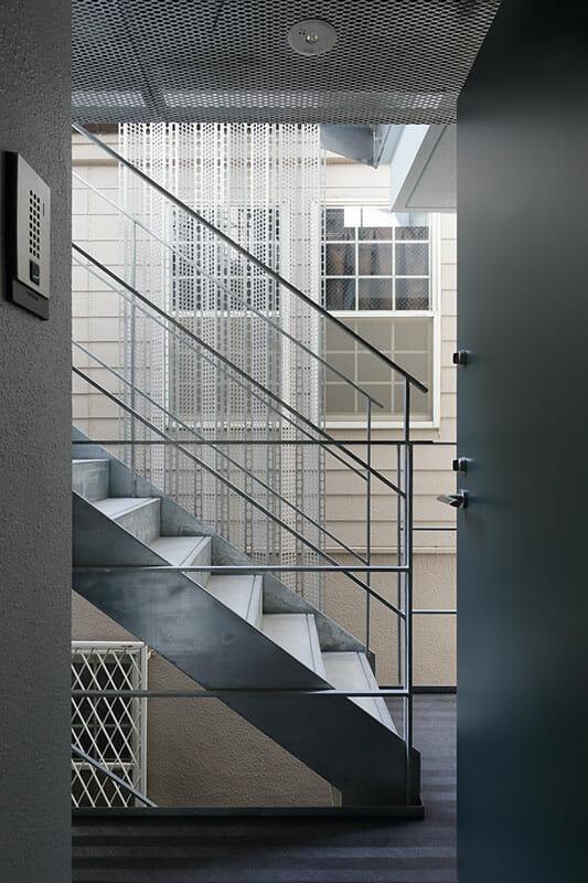 二重窓の集合住宅