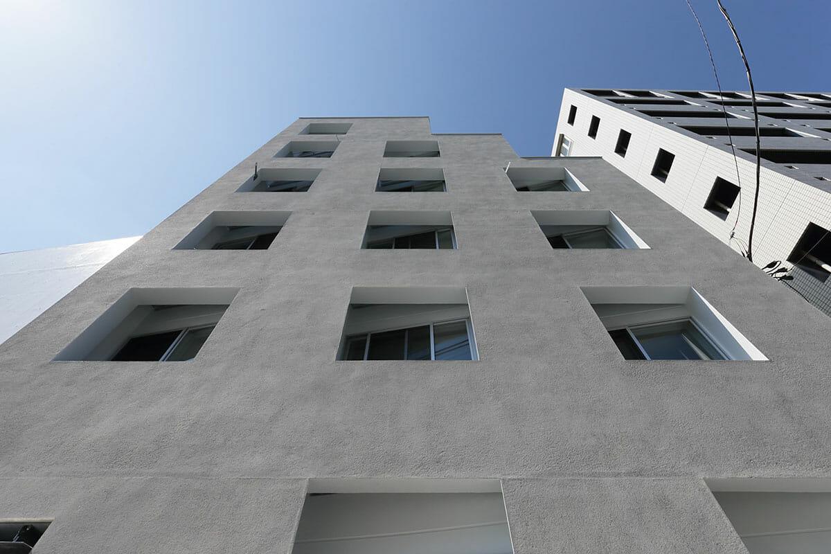 二重窓の集合住宅 (3)