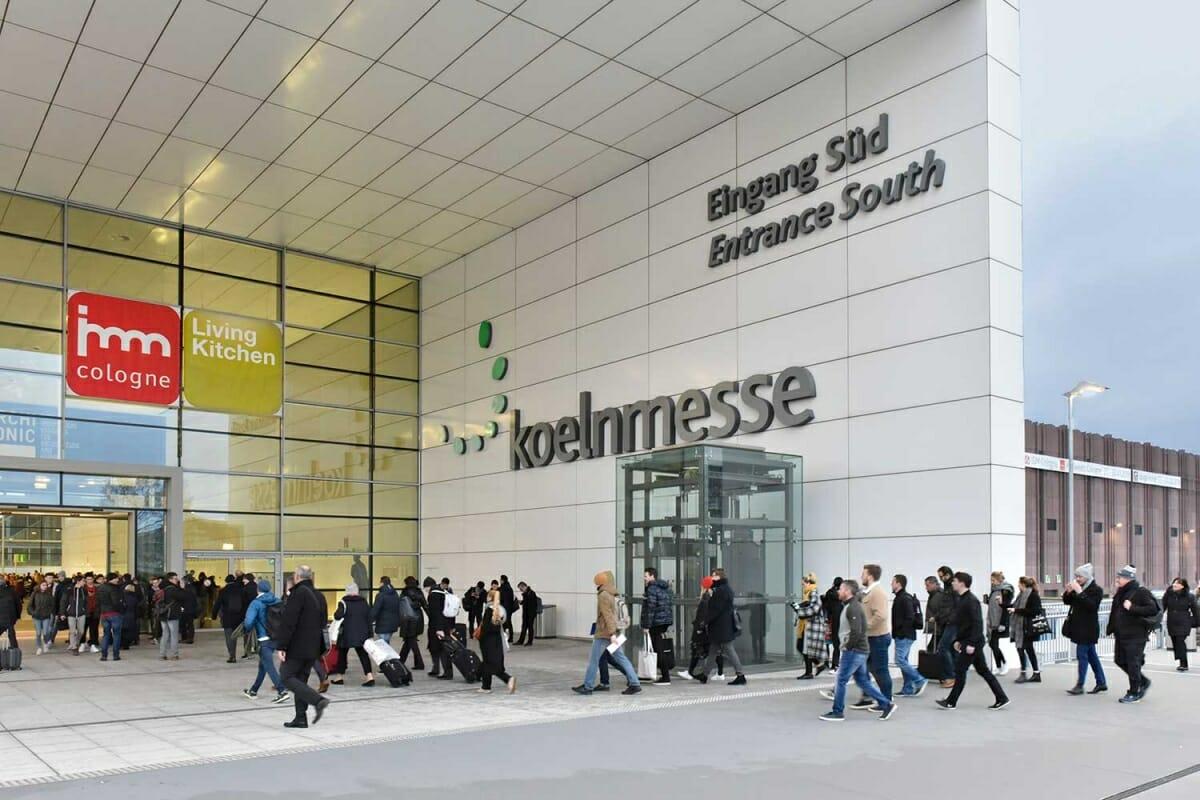 会場入口に集まる大勢の人、写真:imm cologne
