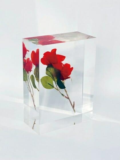 倉俣史朗 《 Sealing of rose(薔薇の封印) 》アクリル 16.5x12.0x6.0cm 2003年