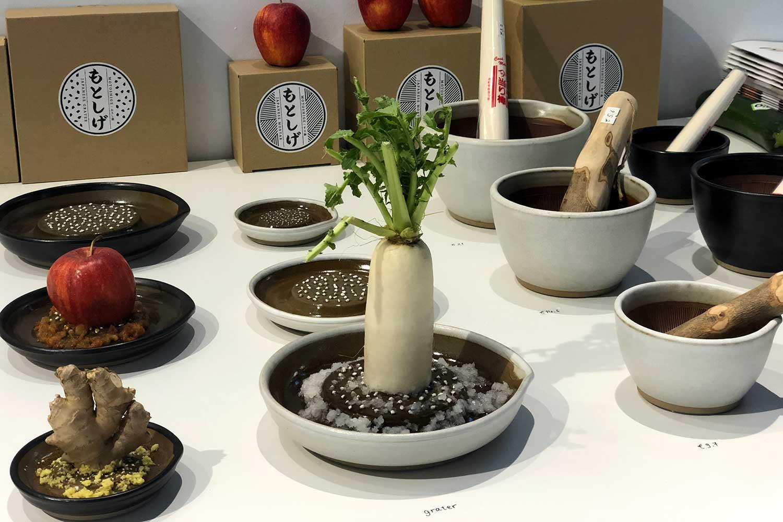 mujun(シーラカンス食堂)、素材特性を生かし伝統技術を用いて、安定とすり下ろしやすさを突き詰めた「SURI BOWL」「SURI PLATE」