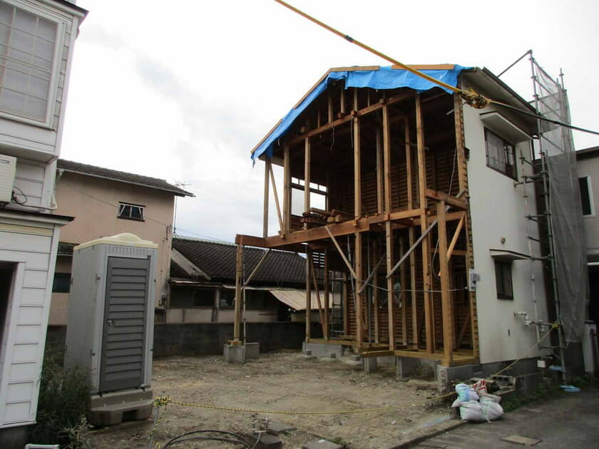 「だぶるすきんの家」の既存の建物の残した部分の画像