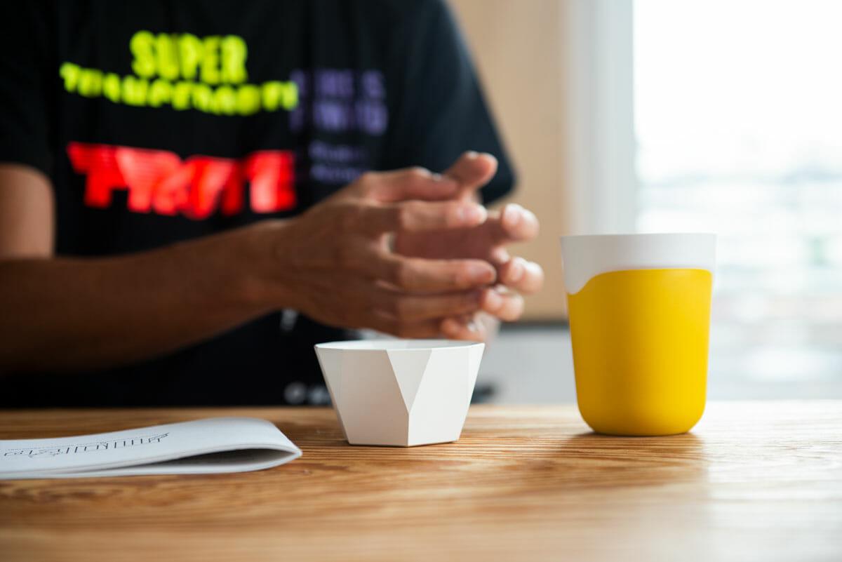 陶器のような質感と熱伝導性をあわせ持つ「NAGORI」。2018年度グッドデザイン賞受賞、「グッドデザイン・ベスト 100」にも選出された。