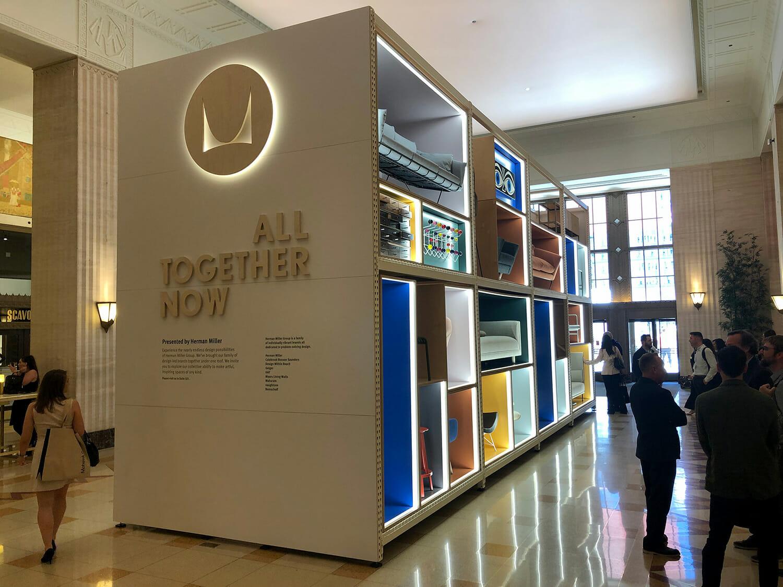 メインエントランスのホールでのHerman Miller(ハーマン・ミラー)による展示