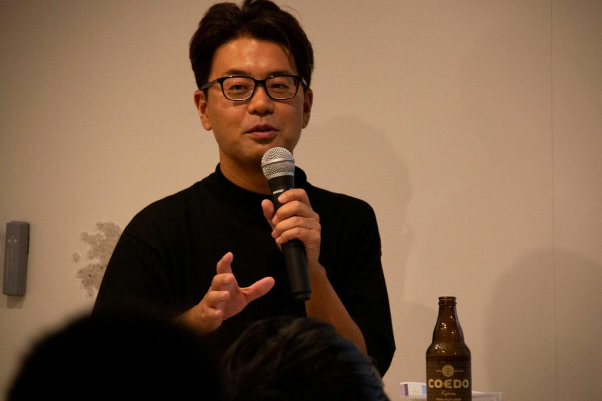 西澤明洋<br /> 1976年滋賀県生まれ。ブランディングデザイナー。株式会社エイトブランディングデザイン代表。「ブランディングデザインで日本を元気にする」というコンセプトのもと、企業のブランド開発、商品開発、店舗開発など幅広いジャンルでのデザイン活動を行っている。「フォーカスRPCD®」という独自のデザイン開発手法により、リサーチからプランニング、コンセプト開発まで含めた、一貫性のあるブランディングデザインを数多く手がける。おもな仕事にクラフトビール「COEDO」、抹茶カフェ「nana's green tea」、ヤマサ醤油「まる生ぽん酢」、サンゲツ「WARDROBE Sangetsu」、ITベンチャー「オズビジョン」、芸術文化施設「アーツ前橋」、料理道具店「釜浅商店」、手織じゅうたん「山形緞通」、草刈機メーカー「OREC」、博多「警固神社」、ブランド買取「なんぼや」、ドラッグストア「サツドラ」など。