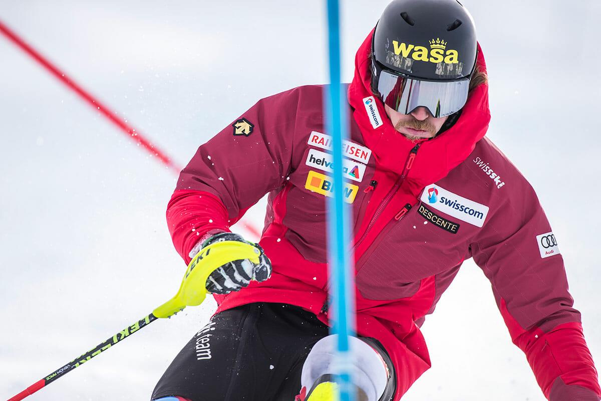 スイススキーアルペンチームへのサプライウェア