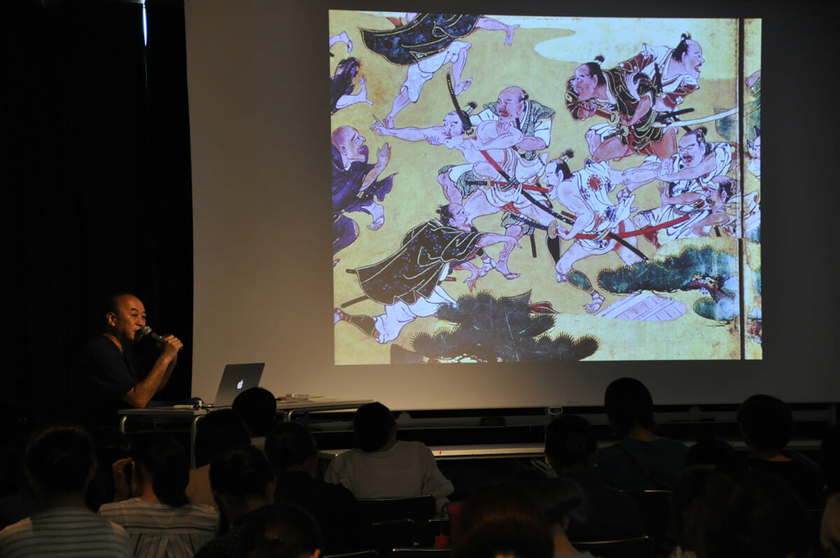 2年次で学ぶ「文化論」。講師はインテリアデザイナーの長谷部匡さん