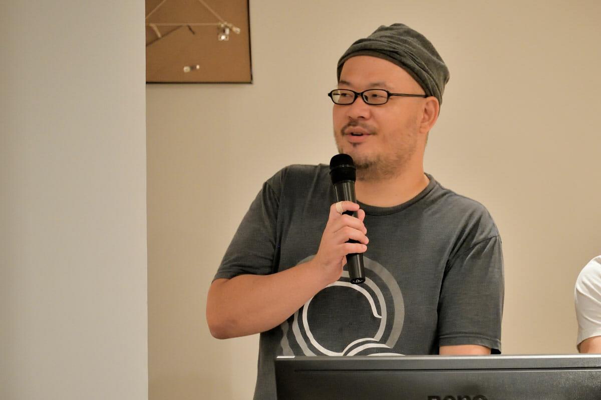 """清水幹太<br /> テクニカルディレクター。東京都生まれ。DTPオペレーター・デザイナーなどを経て、独学でプログラムを学んでプログラマーに。2005年よりインタラクティブ制作に転身、クリエイティブ・ディレクター/テクニカル・ディレクターとして様々なフィールドに渡る企画・制作に関わる。PARTYチーフ・テクノロジー・オフィサーを経て、2013年、PARTY NYを設立。2018年テクニカルディレクター・コレクティブBASSDRUM(<a href=""""https://bassdrum.org/""""https://bassdrum.org/</a>)を設立。"""