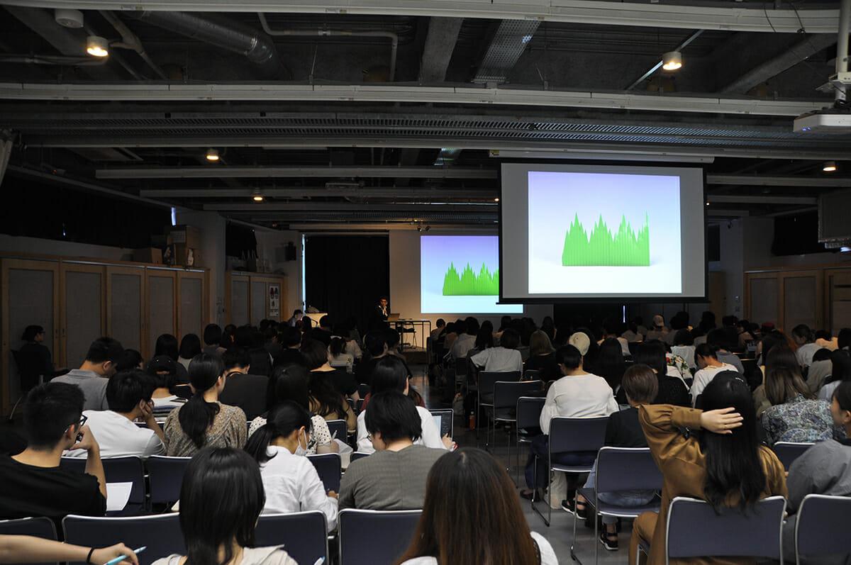 3年次の「デザインの視点」。写真はプロダクトデザイナーの清水久和さんの回。