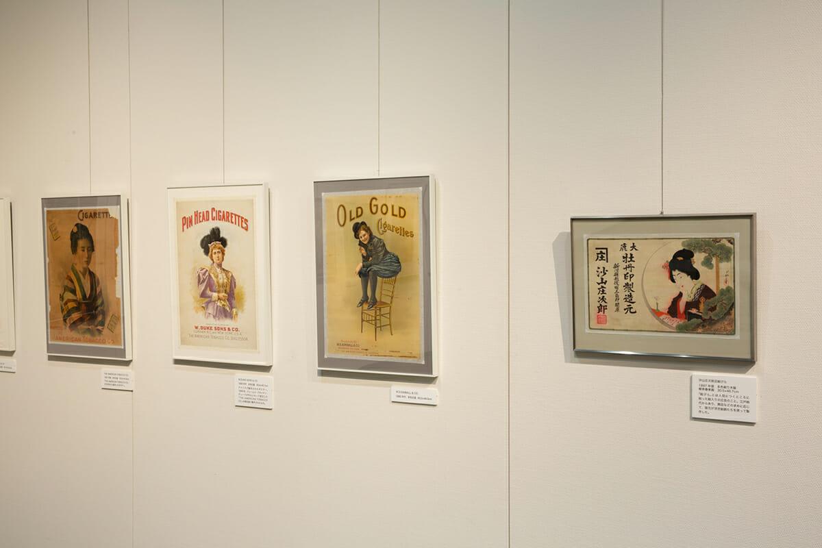 会場では、海外のポスターと日本のポスターが一緒に並んでいるので、比較するのもおもしろい