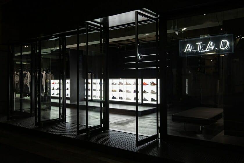 YARが内装デザインを手がけた、adidas×atmosの新店舗「A.T.A.D」が原宿にオープン