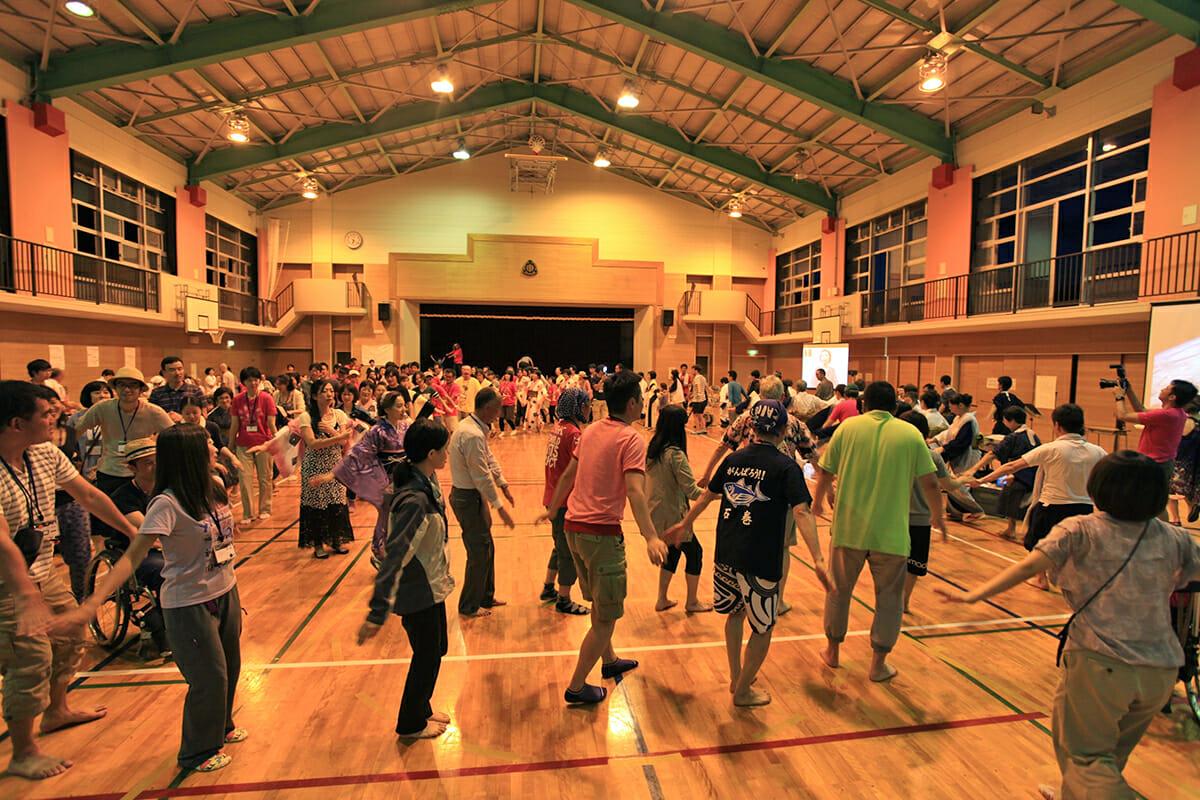 ユニバーサル盆踊りの様子(ユニバーサルキャンプ in 八丈島)
