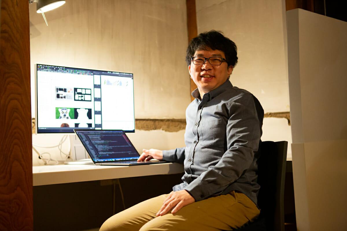 """<strong>宮本優一</strong> リサーチ・エンジニア 沖縄生まれ、沖縄育ち、筑波大学大学院知能機能システム専攻修了。カメラメーカーにて画像処理・機械学習の研究開発を行う。PARTYでは前職での経験を生かし画像認識やDeep Learningのシステム開発を手がけるとともに、最新のテクノロジーについての研究を日々続けている。最近の主な仕事に「<a href=""""https://prty.jp/work/cypar"""">CYPAR</a>」、「<a href=""""https://prty.jp/work/deeplooks"""">Deeplooks</a>」、「<a href=""""https://prty.jp/work/true-fan-jukebox"""">Spotify / True Fan Jukebox</a>」など。趣味はロボット製作。"""