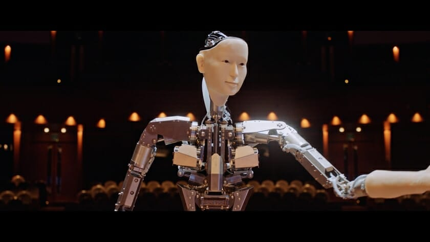 5Gの速さをオーケストラで表現。NTTドコモが、アンドロイドの指揮で演奏する「爆奏オーケストラ」動画を公開