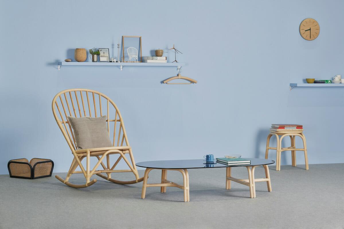 木曽漆器の産地、長野県塩尻市で創業し、全国の旅館まわりをしながら家具備品の開発を行う有限会社かねみつ漆器店による「TOU」シリーズ。 現代空間と調和する新しいラタン家具を提案している。http://tou-furniture.com