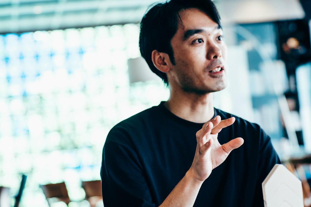 <strong>吉添裕人</strong> 武蔵野美術大学空間演出デザイン学科卒業。東京を拠点にホテルやレストラン、ショッピングモール等の商業環境に特化した空間デザイン業務を担っており、独立後に携わったプロジェクト数は250を超える。また近年、クライアントワークとは異なる個人制作を開始。その作品は国際的なコンペティションであるLEXUS DESIGN AWARD 2016にてTOP12、翌年2017年にはグランプリを受賞。2018年にはアメリカの建築誌『dwell』が選ぶ、世界の注目若手デザイナー「dwell24」に選出されている。過去4年間で日本、イタリア、アメリカ、ブラジル、中国等、各国でインスタレーションやコラボレーション作品を発表している。