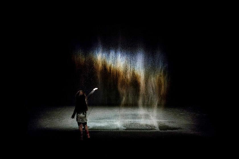 オラファー・エリアソン《ビューティー》1993年 <br />Installation view: Moderna Museet, Stockholm 2015 Photo: Anders Sune Berg <br />Courtesy of the artist; neugerriemschneider, Berlin; Tanya Bonakdar Gallery, New York / Los Angeles <br />© 1993 Olafur Eliasson
