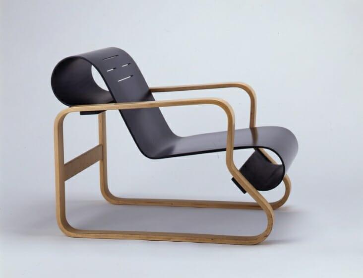 MEDE SUWARU – 今日みられる椅子
