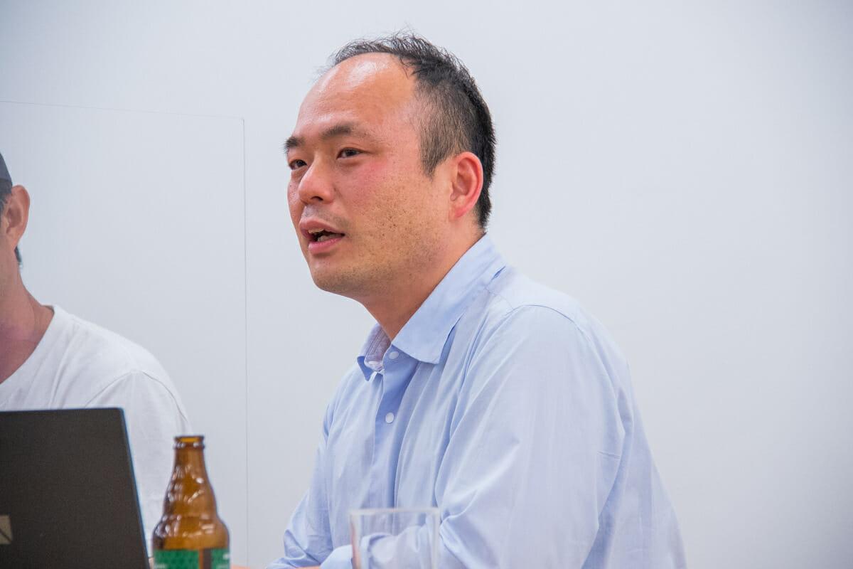 <strong>高橋寿太郎</strong> 創造系不動産代表 1975年大阪市生まれ。2007年まで東京の設計事務所で、住宅から商業施設、公共建築まで14件の建築設計監理業務をチーフとして歴任。その後2011年まで東京の不動産総合会社で、分譲開発・売買仲介・賃貸管理・コンサルティングなど幅広く業務。2011年11月、創造系不動産株式会社を設立。建築家とのコラボレーションに特化した不動産会社のリーディングカンパニーとなる。2012年から継続する「創造系不動産スクール」には、多数の建築設計者が集まる。2019年、外房のいすみ市で「いすみラーニングセンター」を展開。