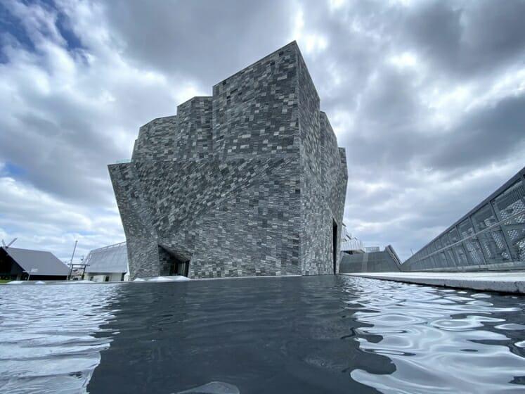 隈研吾/大地とつながるアート空間の誕生―石と木の超建築