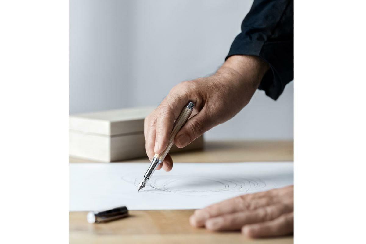 隈研吾がデザインする、創造力の「武器」としてのペン「バリアス KENGO KUMA」
