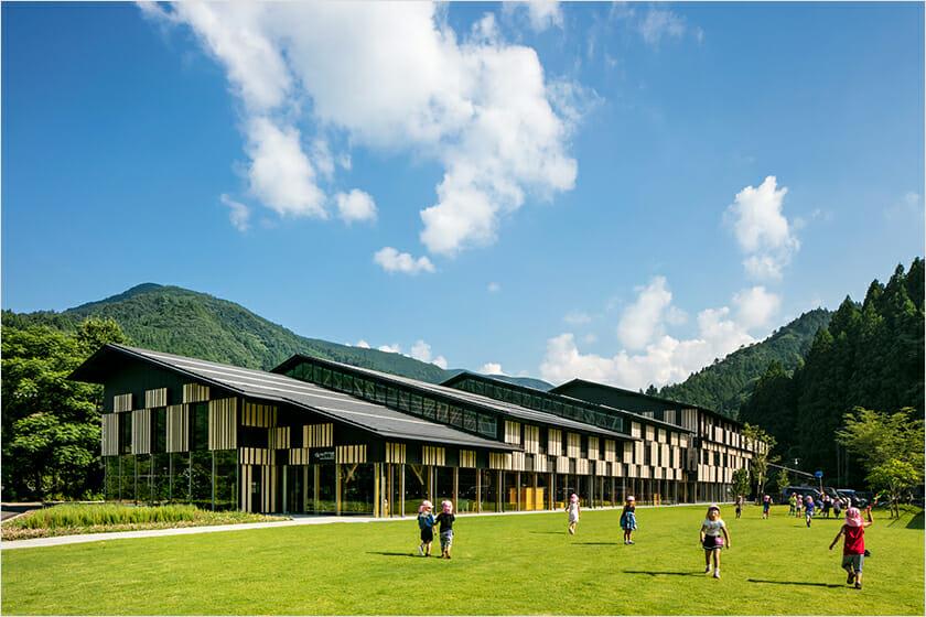 隈研吾 雲の上の図書館 / YURURIゆすはら 2018 ©Kawasumi・Kobayashi Kenji Photograph Office