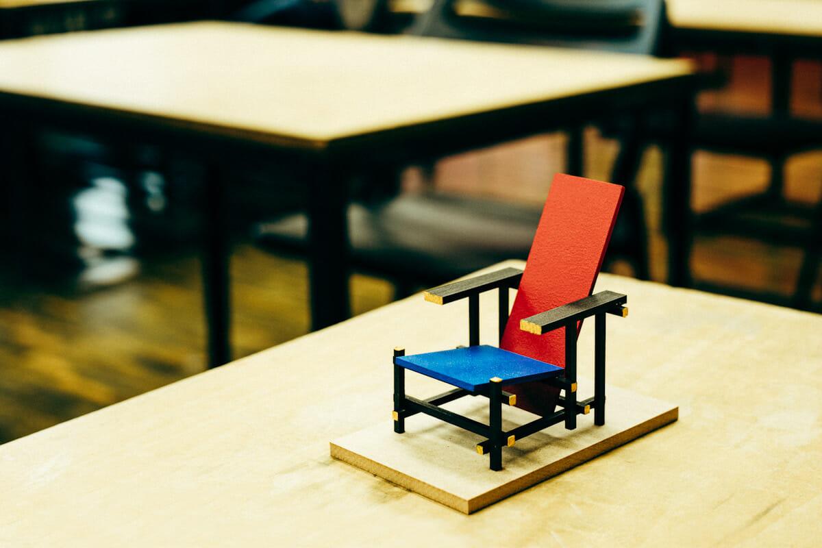 ワークショップにて制作するリートフェルトの椅子の模型