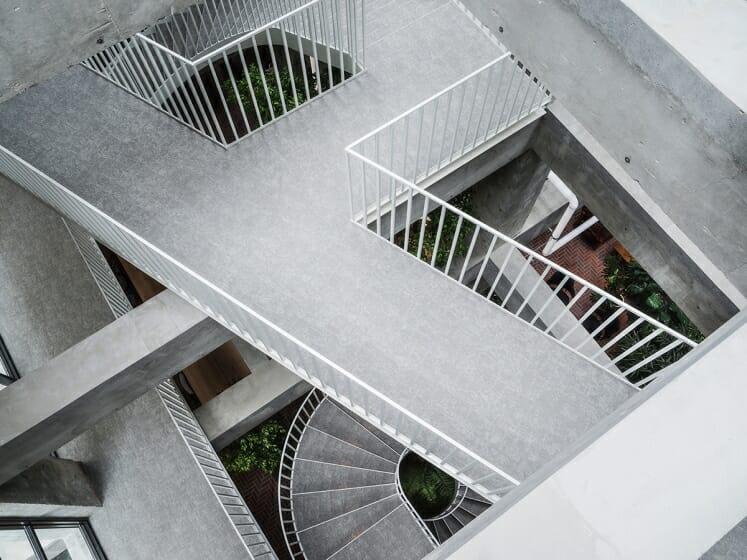 白井屋ホテル階段(Photo:Katsumasa Tanaka)