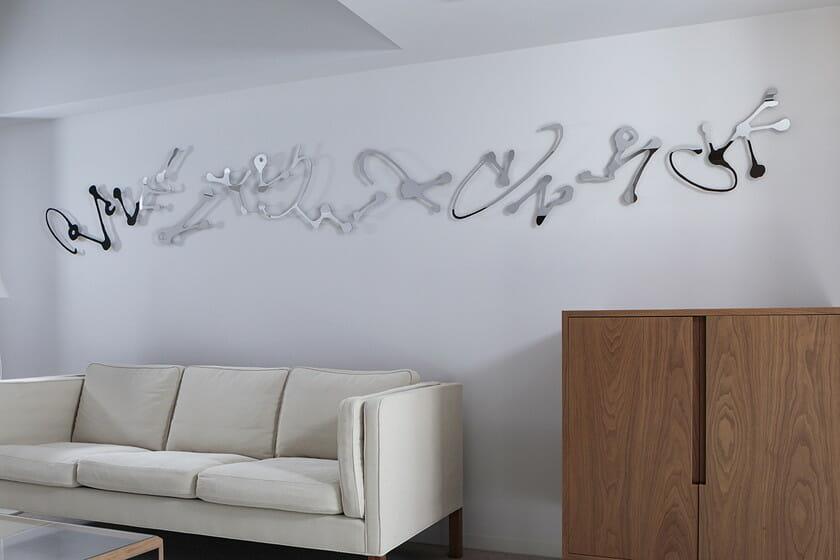 鈴木ヒラクの作品が設置されたジュニアスイートルーム(photo:Shinya Kigure)