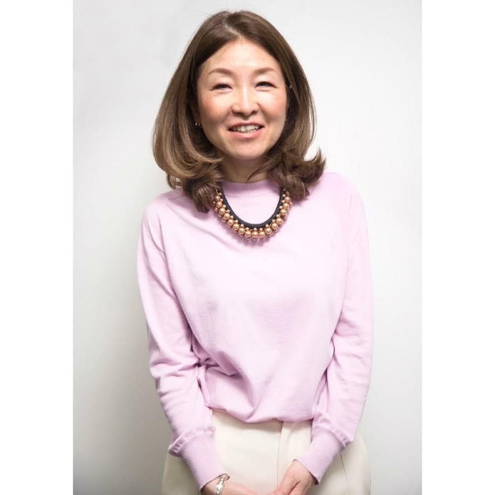 <strong>湯浅保有美</strong> トリニティ株式会社 代表取締役社長。伊のイタリアのデザイン大学院ドムスアカデミーの日本法人の立ち上げに参画の後、1997年にトリニティを起業。当時では珍しい「広義のデザイン」のアプローチで日本の大手製造業を中心とした、製品&サービスデザイン開発支援を展開。現在もクリエイティブとリサーチの両輪で、新規事業開発、次世代人材教育などを推進しつつ、デザインで社会を変えていくことに奮闘中。