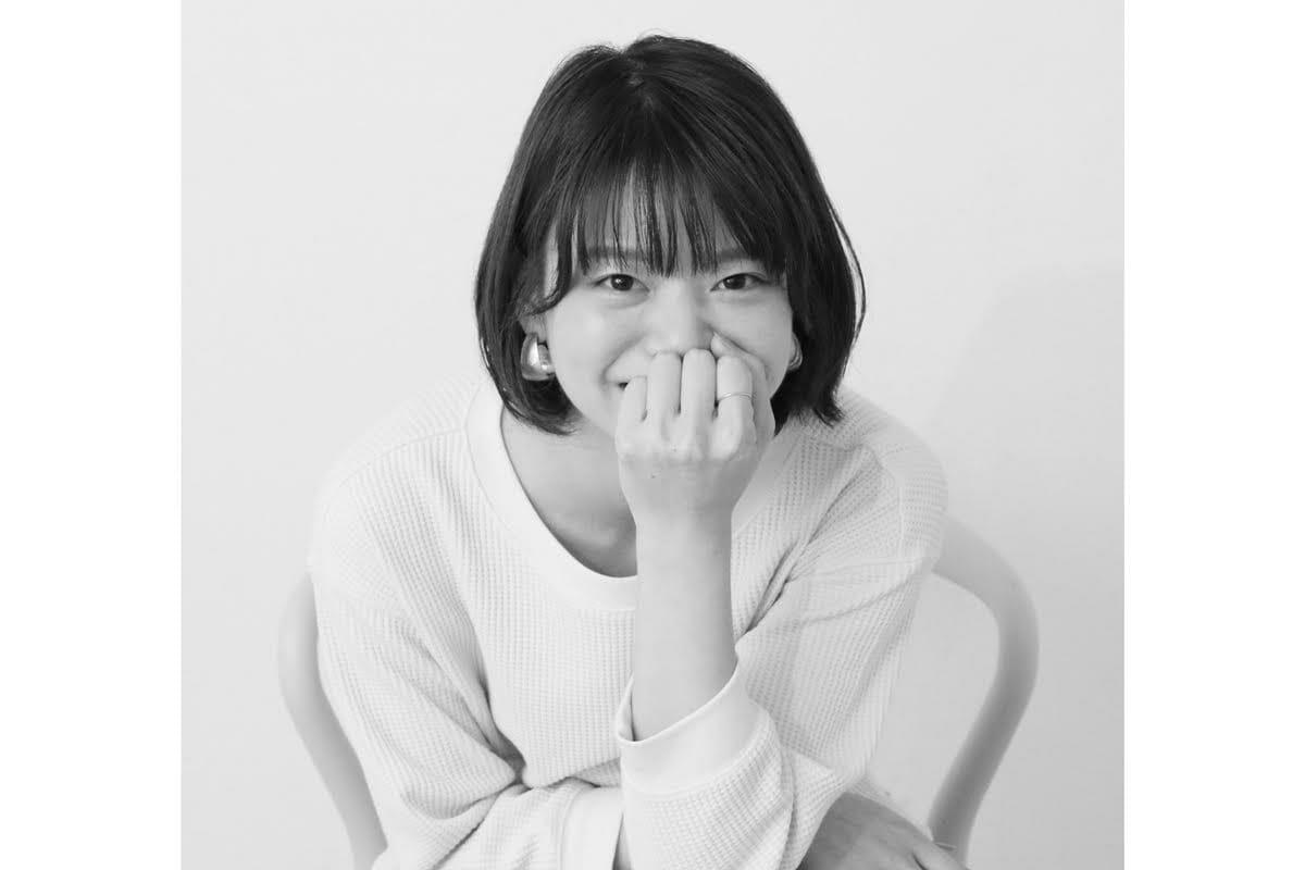 <strong>山中桃子</strong> グラフィックデザイナー 1991年神奈川県生まれ。桑沢デザイン研究所を卒業後、数社のデザイン事務所を経て2015年より岡本健デザイン事務所に所属。伊勢丹の新包装紙「radiance」や、京都の寺院で毎年開催される「京焼今展」のメインビジュアルなどを担当。個人で制作した「母からの仕送りシール」がTokyo Midtown Award 2017で準グランプリを受賞。2020年12月に同作品の商品化が決定。