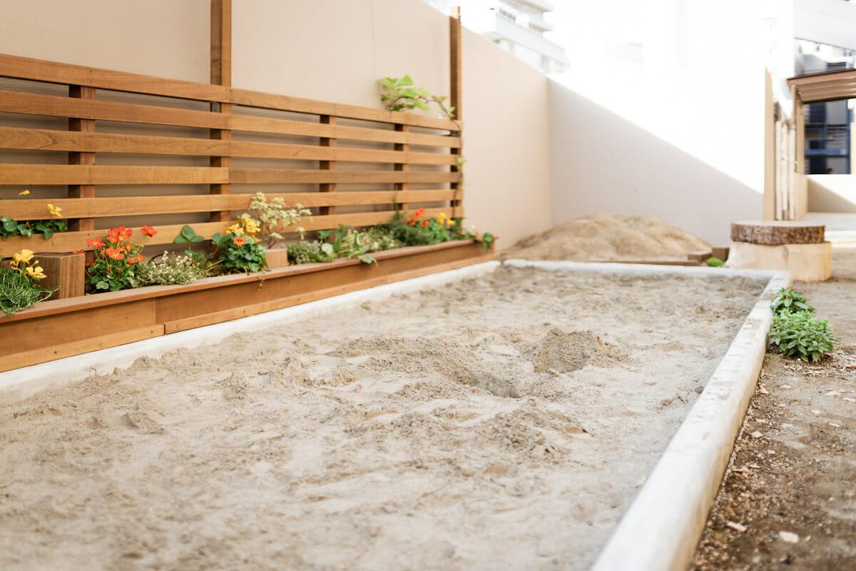茶々だいかんやま保育園の砂場スペース