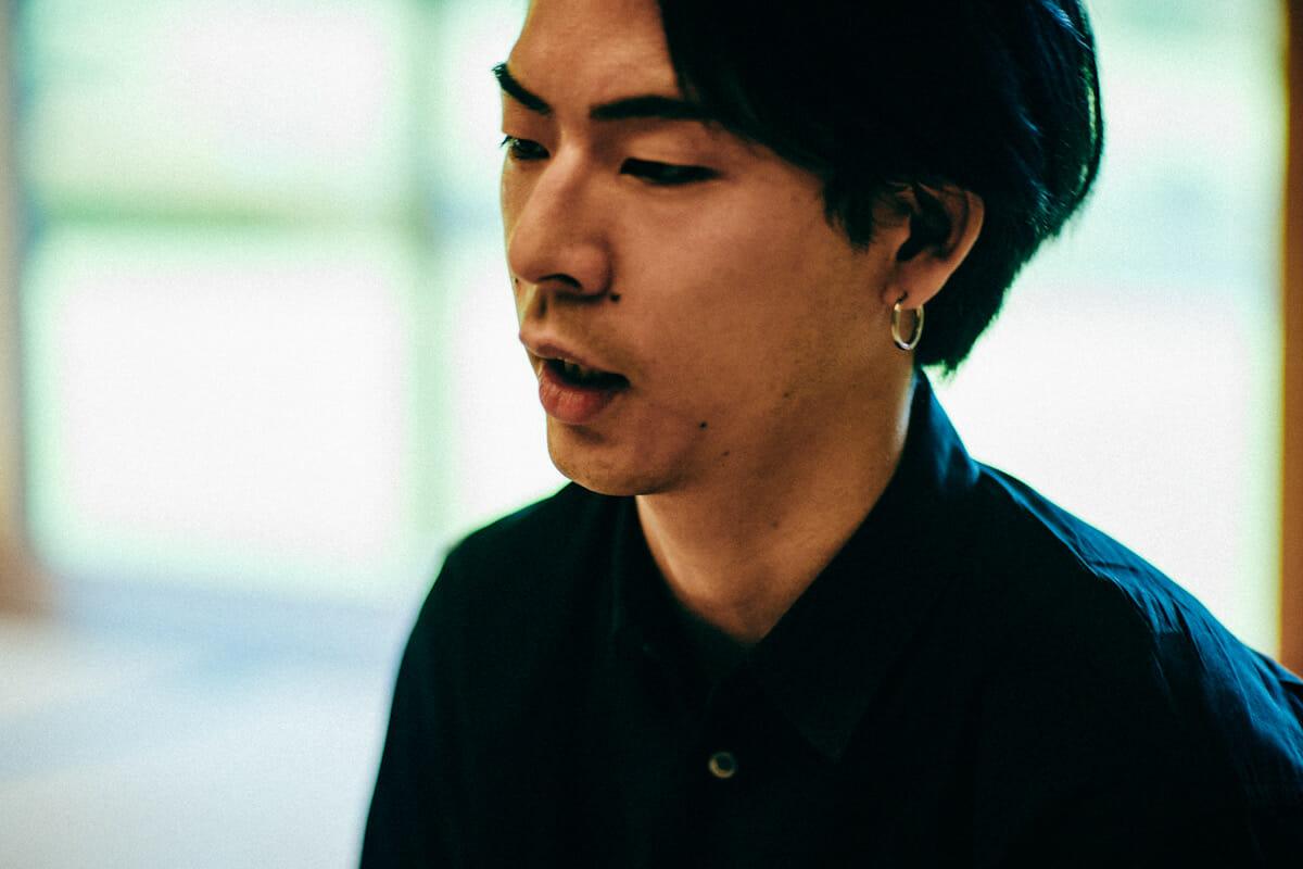 """<strong>國本怜</strong> サウンドアーティスト<br /> 1991年NY出身、東京育ち。2017年よりNY在住。慶應義塾大学文学部美学美術史専攻卒業。独自の立体音響システムやテクノロジーを駆使し、体験者の振る舞いと空間を密接に関係させるインスタレーション作品を制作する。「静寂」をテーマに日本の伝統的美意識と現代のテクノロ ジーを結びつけ、サウンド制作や、エンジニアリング、彫刻、空間設計など様々な領域を横断し、新しい音響体験を提示する。日本、アラブ首長国連邦、台湾、アメリカをはじめとし世界各地でサウンドインスタレーション作品を発表、ライブパフォーマンスを行なっている。<a href=""""https://www.raykunimoto.com"""">https://www.raykunimoto.com</a>/"""