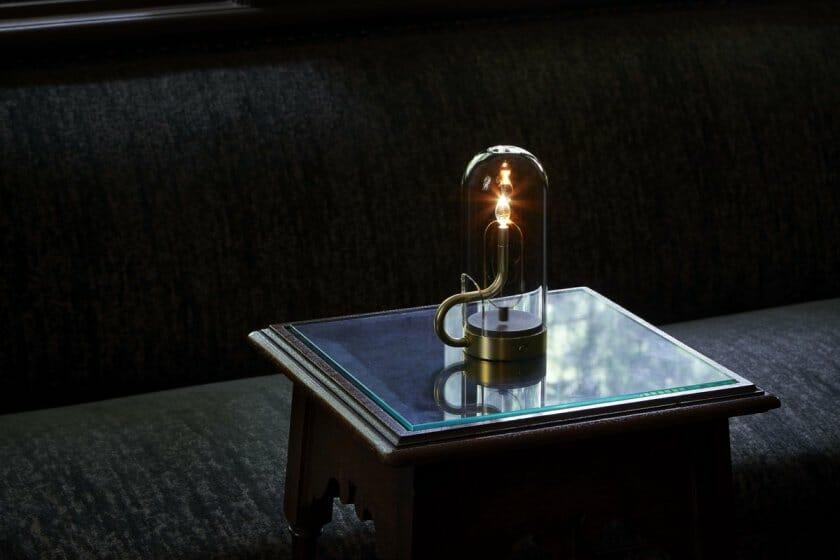 アンビエンテックから「火」の灯りとゆらぎから生まれた照明「hymn」が9月5日に発売