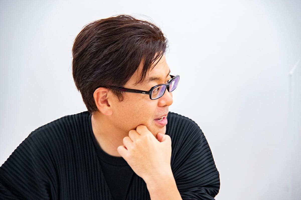 """<strong>西澤明洋</strong> 1976年滋賀県生まれ。ブランディングデザイナー。株式会社エイトブランディングデザイン代表。「ブランディングデザインで日本を元気にする」というコンセプトのもと、企業のブランド開発、商品開発、店舗開発など幅広いジャンルでのデザイン活動を行っている。「フォーカスRPCD®」という独自のデザイン開発手法により、リサーチからプランニング、コンセプト開発まで含めた、一貫性のあるブランディングデザインを数多く手がける。主な仕事にクラフトビール「COEDO」、抹茶カフェ「nana's green tea」、スキンケア「ユースキン」、博多「警固神社」など。著書に『<a href=""""https://www.amazon.co.jp/dp/4756252524"""">ブランディングデザインの教科書</a>』ほか。"""